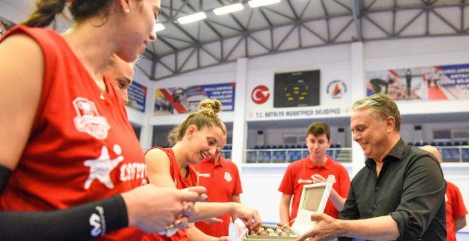 Muratpaşalı kadın voleybolcuların hedefi şampiyonluk