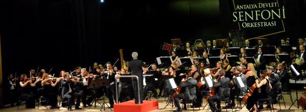 Müzede senfoni konseri