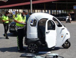 Otomobil, motorlu bisiklete çarptı: 1 yaralı