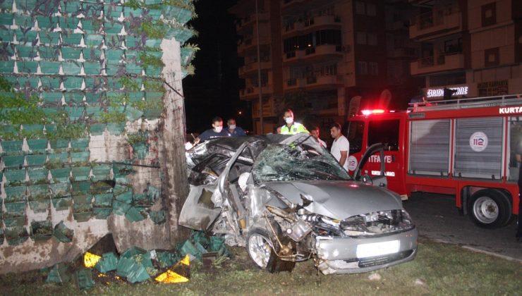 (Özel) Kontrolden çıkan otomobil köprü ayağına ok gibi saplandı: 1 ölü, 3 yaralı