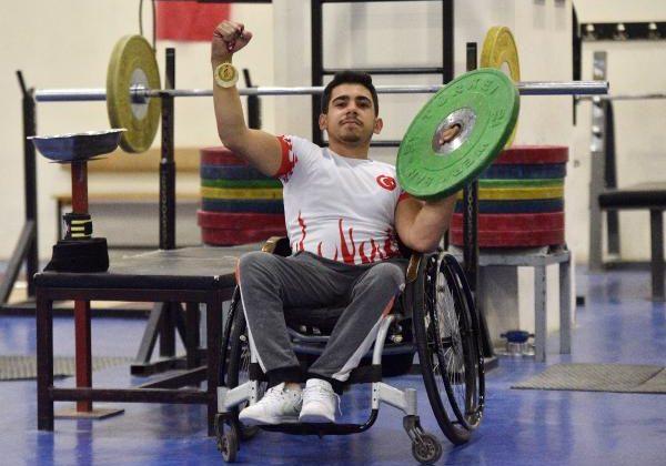 (ÖZEL) 'Yapamazsın' dediler, halterde Türkiye şampiyonu oldu