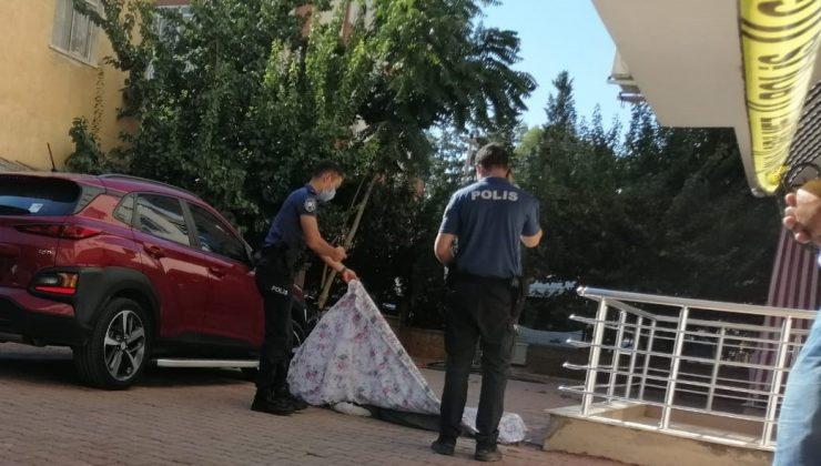 Pencereden düşüp ölen yaşlı adam, yakınlarını yasa boğdu