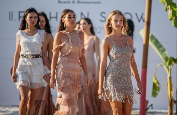 Plajda moda şov
