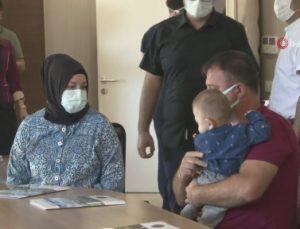 Prof. Dr. Ömer Özkan ve ekibi tarafından gerçekleştirilen Türkiye'nin ikinci rahim nakil operasyonun hastası Havva Erdem basın toplantısı düzenledi