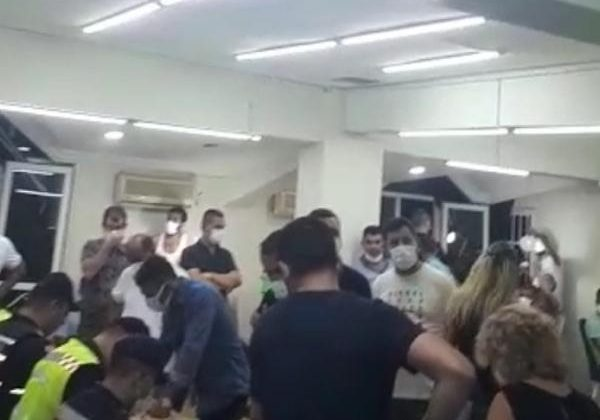 Sendika merkezine baskında kumar oynayan 55 kişi yakalandı