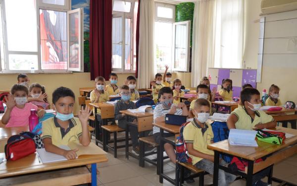 Serik'te İlköğretim Haftası kutlaması