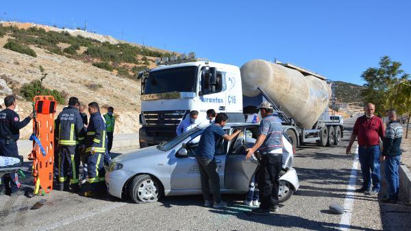 Sürücü adayının otomobiline TIR çarptı: 2 yaralı