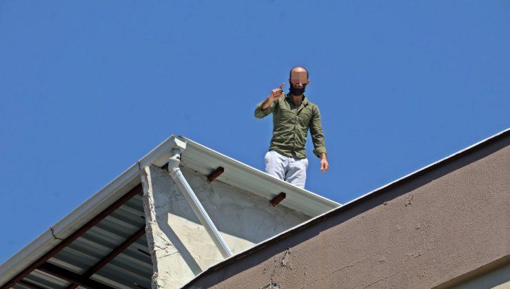 Temaslı adam çatıda polise 7 saat ecel terleri döktürdü