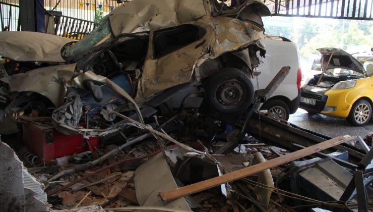 Turizm otobüsünün daldığı iş yeri savaş alanına döndü, o anların güvenlik kamerası görüntüsü ortaya çıktı