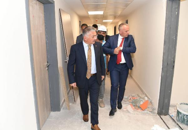 Vali Yazıcı, KYK yurdu inşaatında incelemelerde bulundu