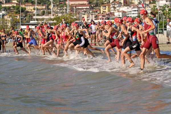 30'uncu Alanya Triatlonu'nda Yıldızlar Festivali finali yapıldı