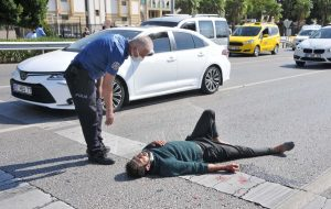 Polisten kaçarken hafif ticari araç çarptı