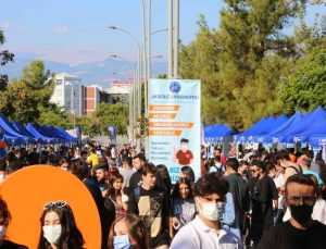 Akdeniz Üniversitesi'nde Topluluk Tanıtım Günleri düzenleniyor