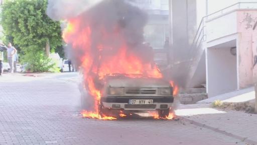 Alev topuna dönen otomobilin freni boşalınca büyük panik yaşandı