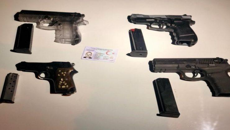 Antalya'da durdurulan araçtan 4 adet ruhsatsız tabanca çıktı