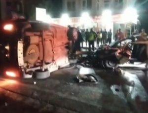 Antalya'da hafif ticari araç karşı şeride geçip otomobile çarptı: 1ölü, 2 yaralı