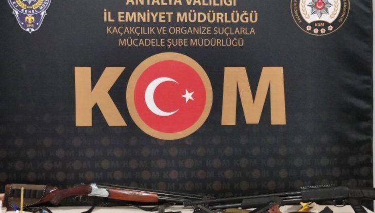 """Antalya'da """"Sahil Rüzgarı-2"""" operasyonu: 14 gözaltı"""
