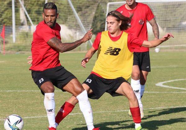 Antalyaspor'da 8 haftada 21 oyuncu süre aldı