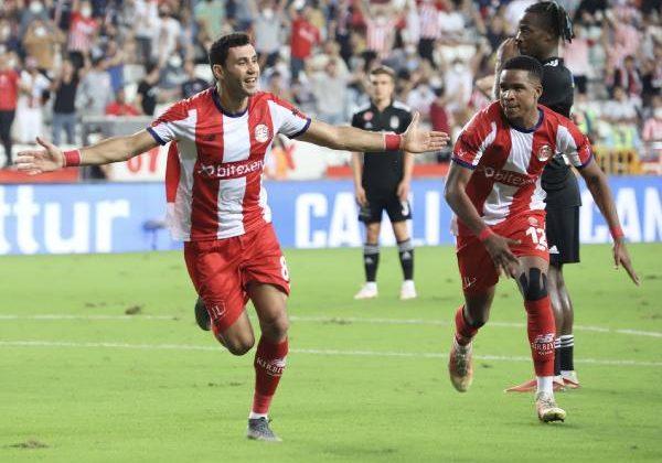 Antalyaspor'da 8 haftada 3 oyuncudan vazgeçilmedi