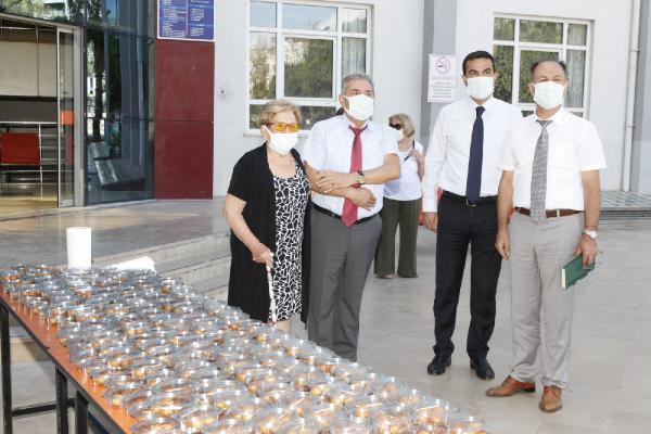 AÜ'de hayırsever Gülseren Çiftçiler için lokma dağıtıldı