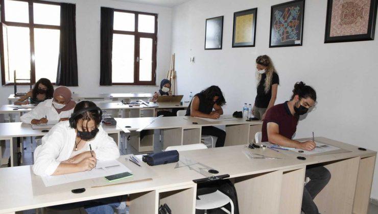 AÜ'de uygulamlı eğitimlerde korona virüs tedbirleri