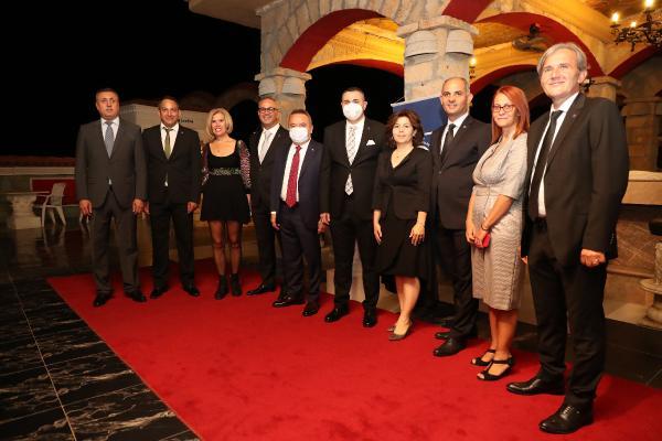 Başkan Böcek: Antalya'mızı meslek odalarımızla birlikte yönetiyoruz