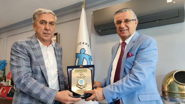 Başkan Topaloğlu, Çetin'i ziyaret etti
