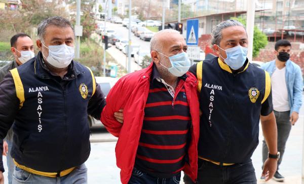 Eş cinayeti sanığı: Rabia elime yapıştı, silah ateş aldı