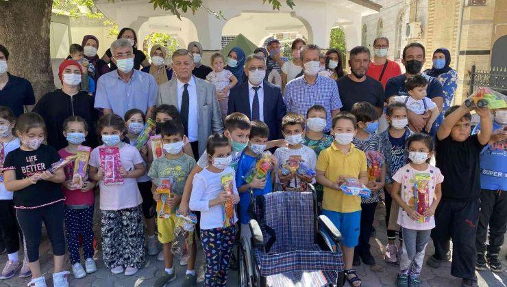 """Finike'de ilkokul öğrencilerden """"Mavi Kapak"""" projesine destek"""