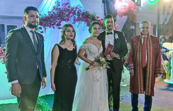 Genç çiftin nikahını Başkan Topaloğlu kıydı