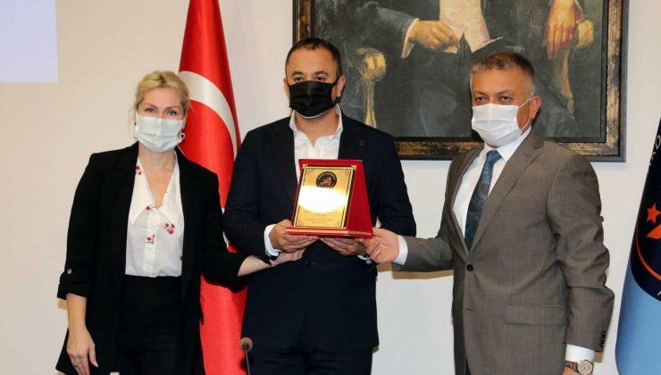 Hayırseverden AÜ Hastanesine babası adına 1 milyon TL bağış