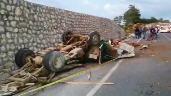 Kamyonet takla attı: Sürücü ve oğlu öldü, eşi ağır yaralı