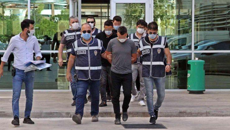 Kendilerini polis olarak tanıtıp Ürdün uyruklu vatandaşa dehşet yaşattılar