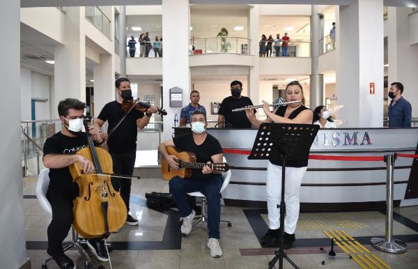 Kepez'de haftanın ilk mesaisi müzikle başlıyor