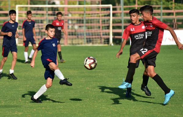 Kepez'den kulüplere saha desteği
