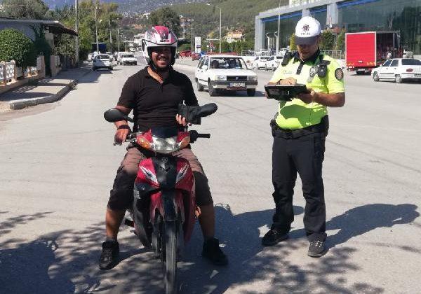 Kumluca'da jandarma ve polisten kask uygulaması