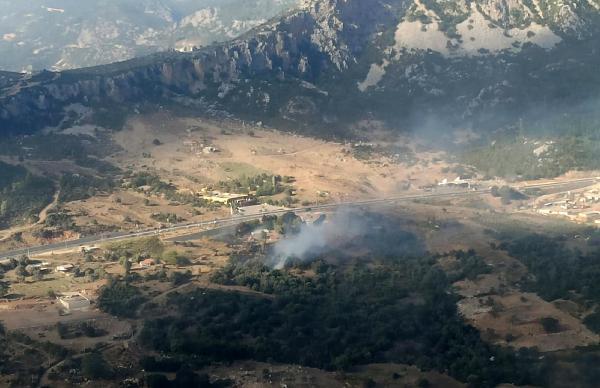 Kumluca'da makilik alan yangını