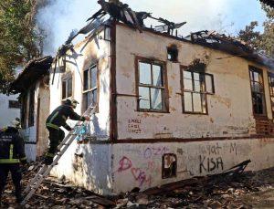 Mahalleliyi canından bezdiren metruk ev yangınları, muhtarı isyan ettirdi