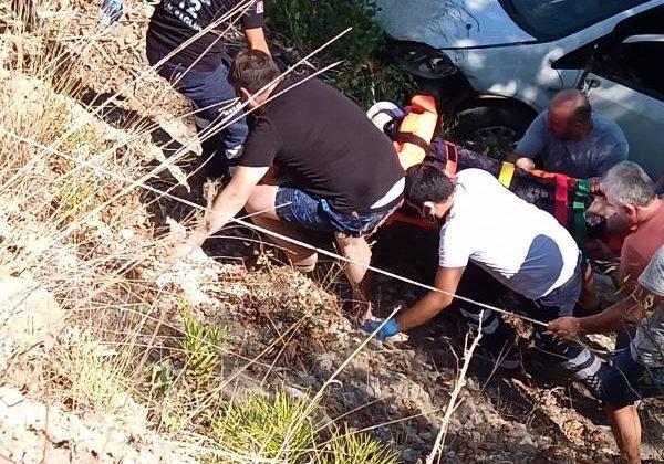 Otomobil ırmağa uçtu: 2 yaralı