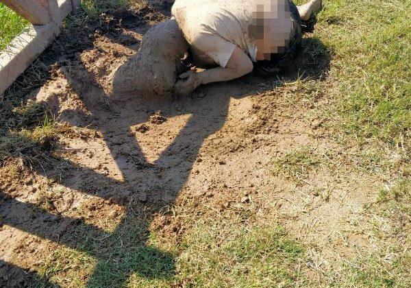 Parkta yerde yatan Melek, fıskiye ile temizlendi/ Ek fotoğraf