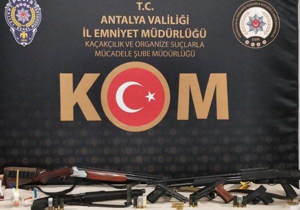 'Sahil Rüzgarı-2' operasyonunda Antalya'da 14 gözaltı