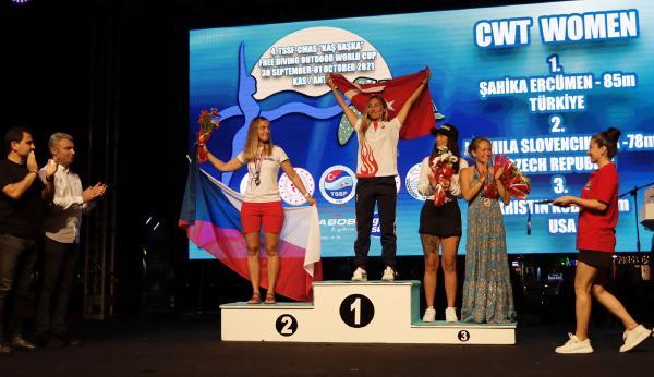 Serbest dalışta ilk günün şampiyonları madalyalarını aldı