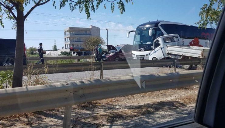 Serik'te zincirleme kaza: 2 yaralı
