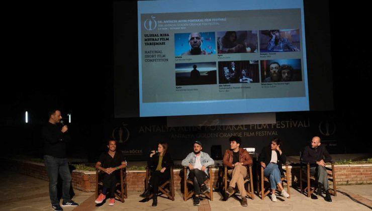 Söyleşiler ve film gösterimleri ile devam eden festivale ilgi büyük