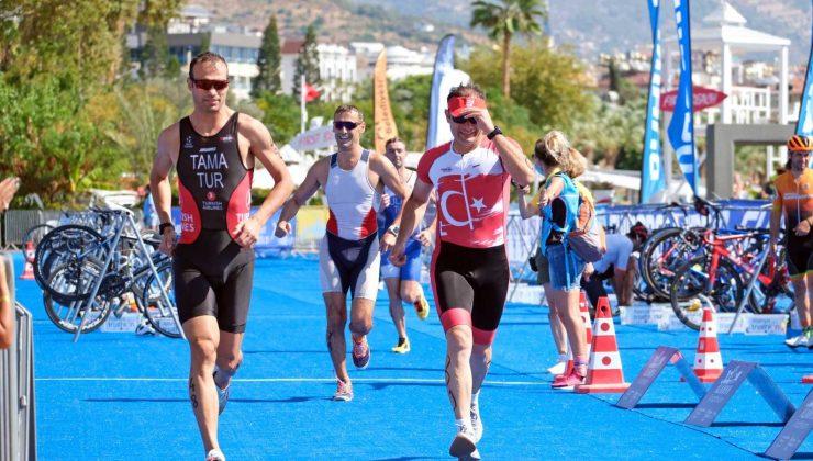 Triatlon Yarışında 30. yıla özel nostalji yarışı yapıldı