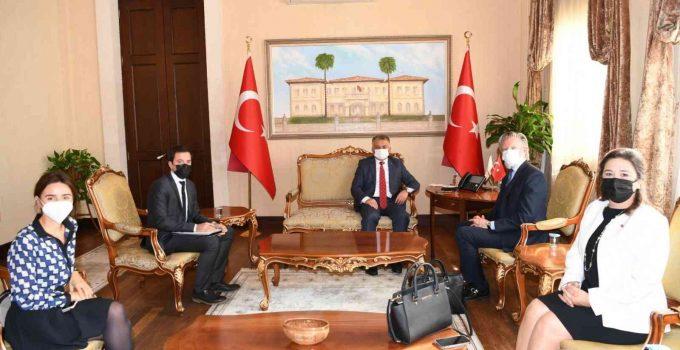 Turizm kenti Antalya'ya hafta sonu 77 bin turist giriş yapıyor