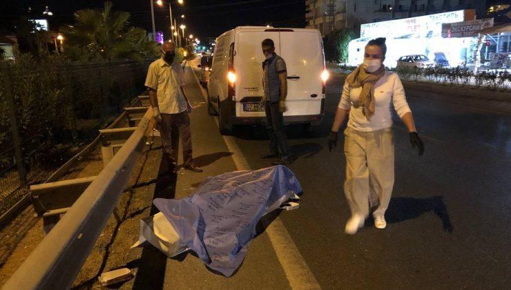 Yolun karşısına geçen turistlere otomobil çarptı:1 ölü, 1 yaralı